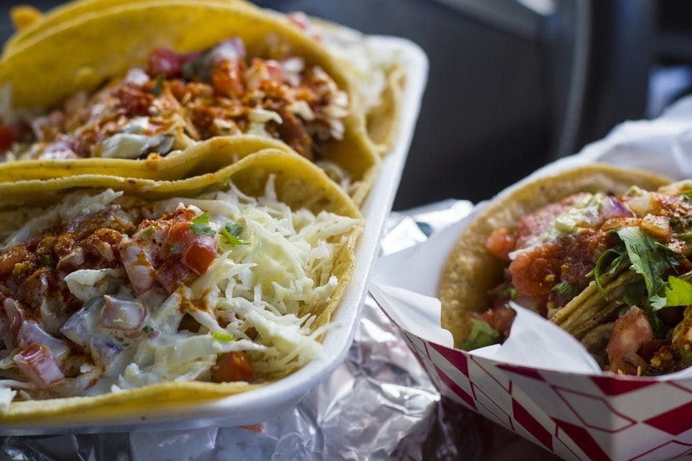 tacos from Mariscos Mi Gusto Es food truck in san diego