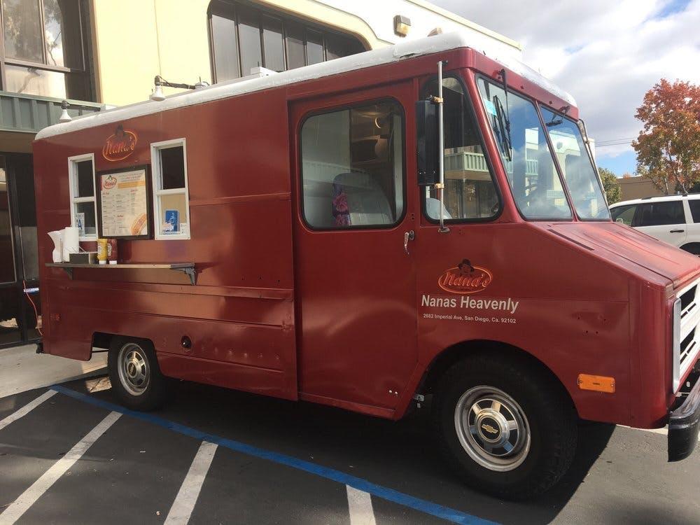 Nana's Heavenly Hot Dogs food truck