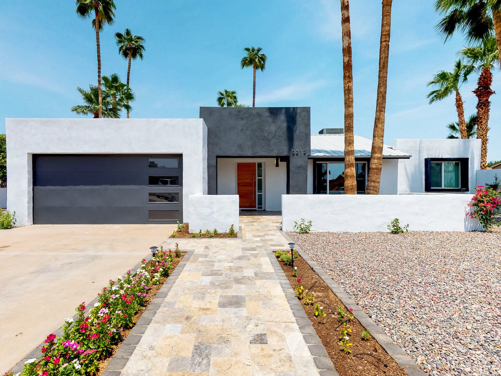 Modern Scottsdale, AZ vacation home exterior