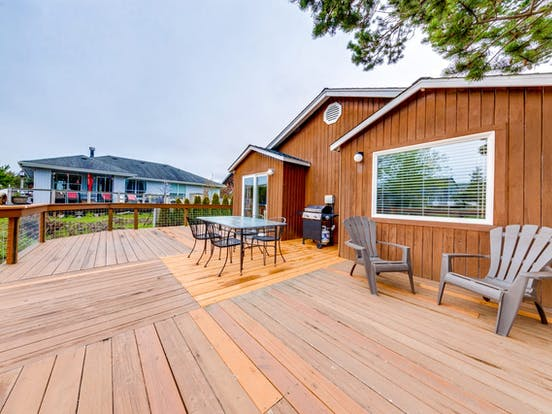 Expansive deck of Seaside, OR vacation rental