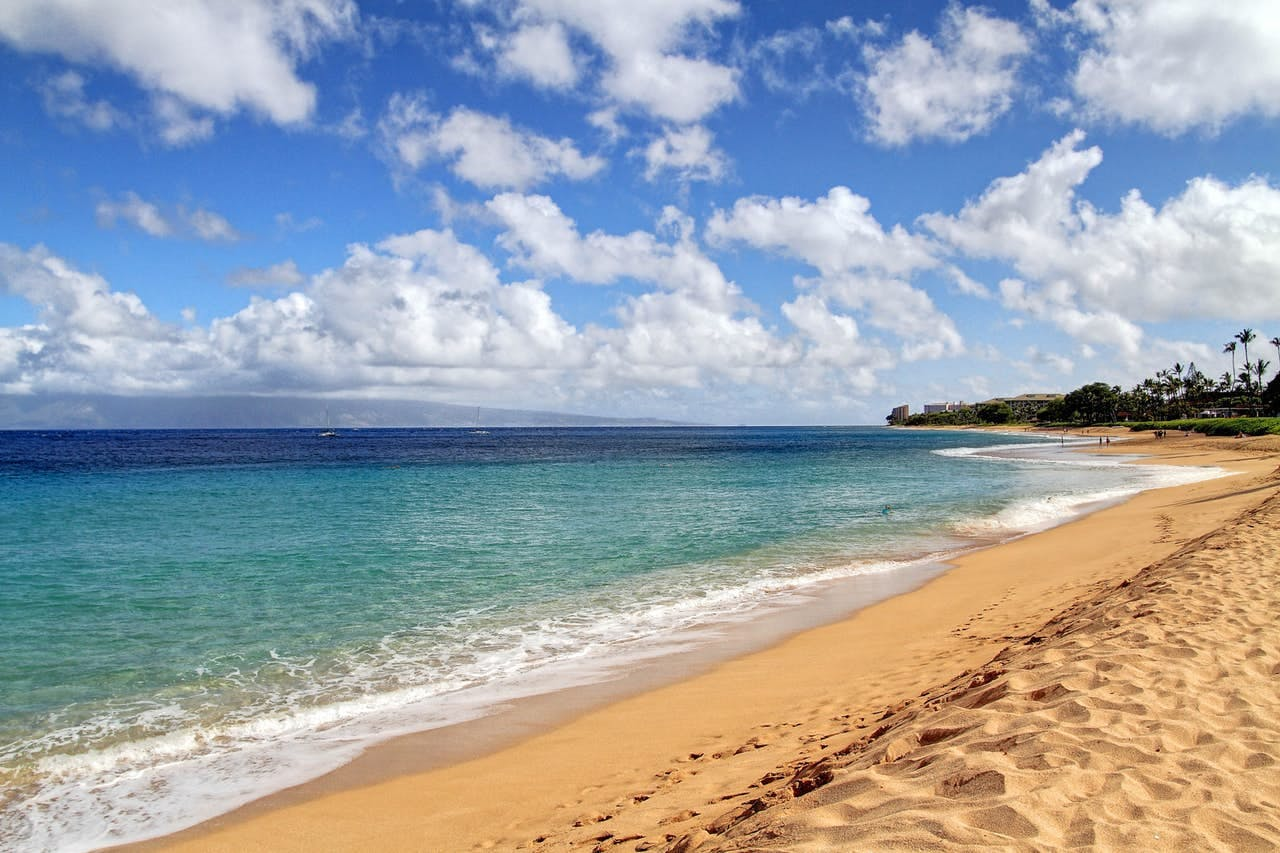 the blue ocean and sandy beach on a sunny day in kaanapali