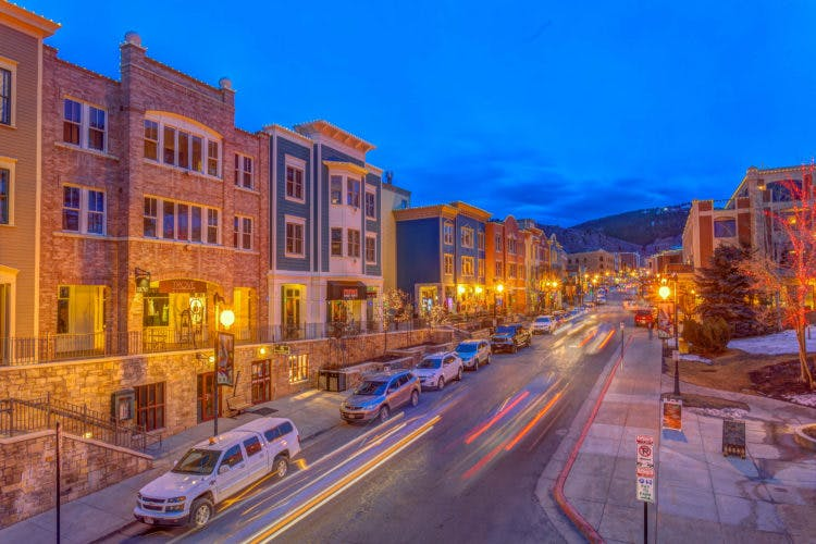 street lights lighting up the road of old town park city