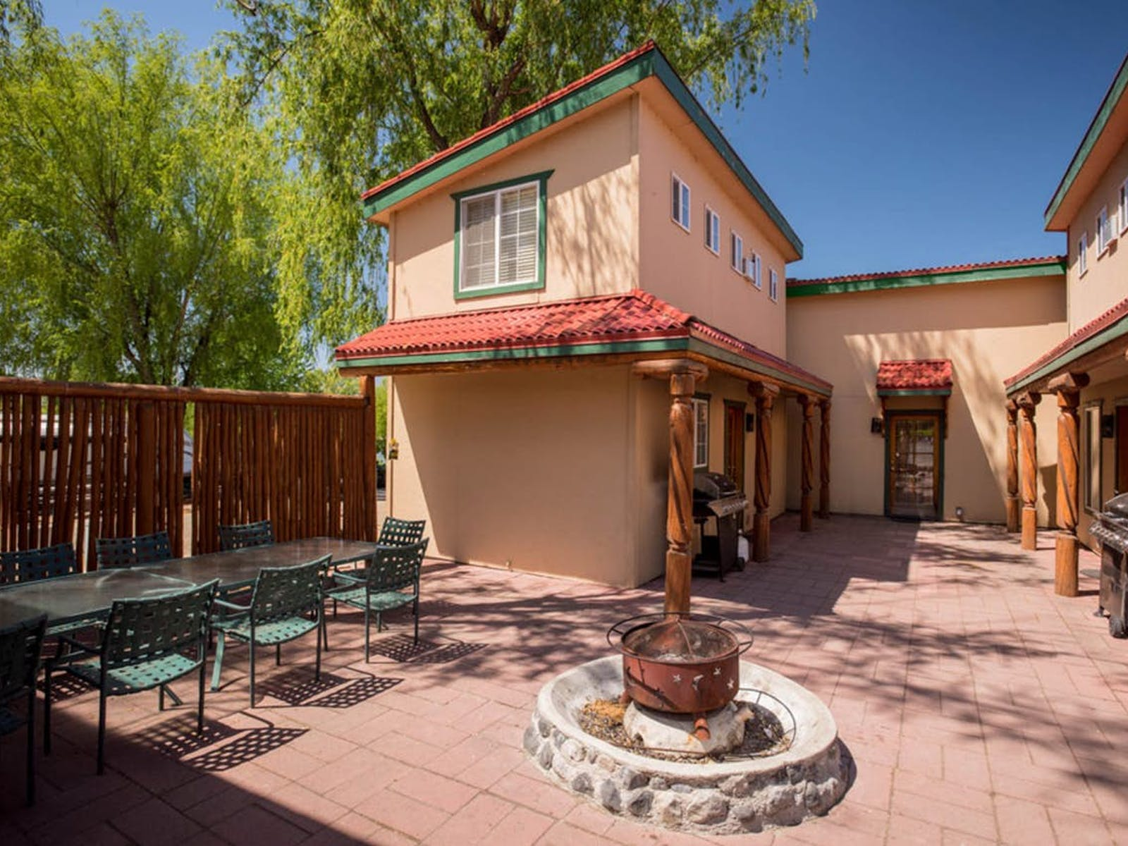 Sunbanks vacation rental patio with fire-pit