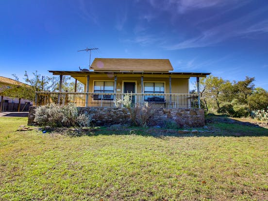 Lakeside cabin located in Burnet, TX