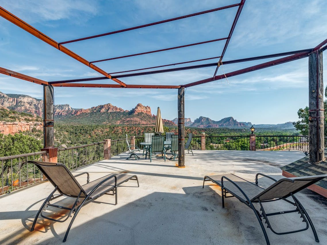 Vacation rental in Sedona, AZ with red rock views from the balcony