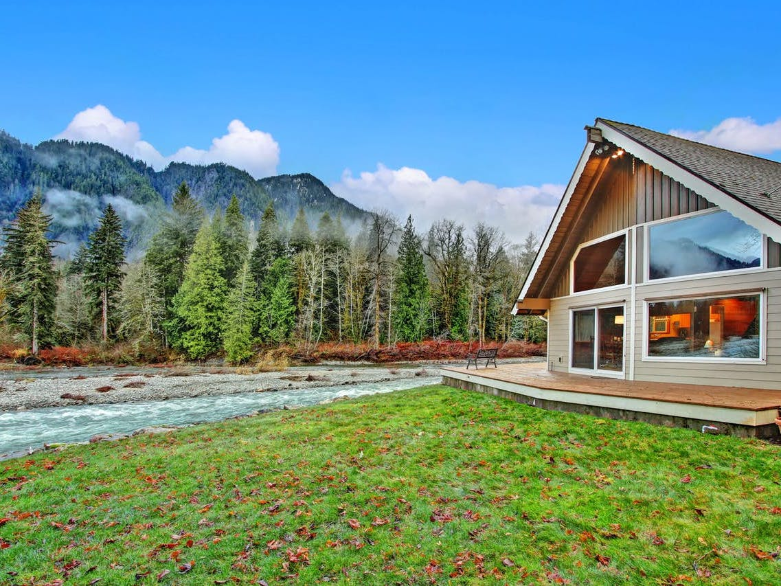 Riverfront mountain home in Sultan, WA