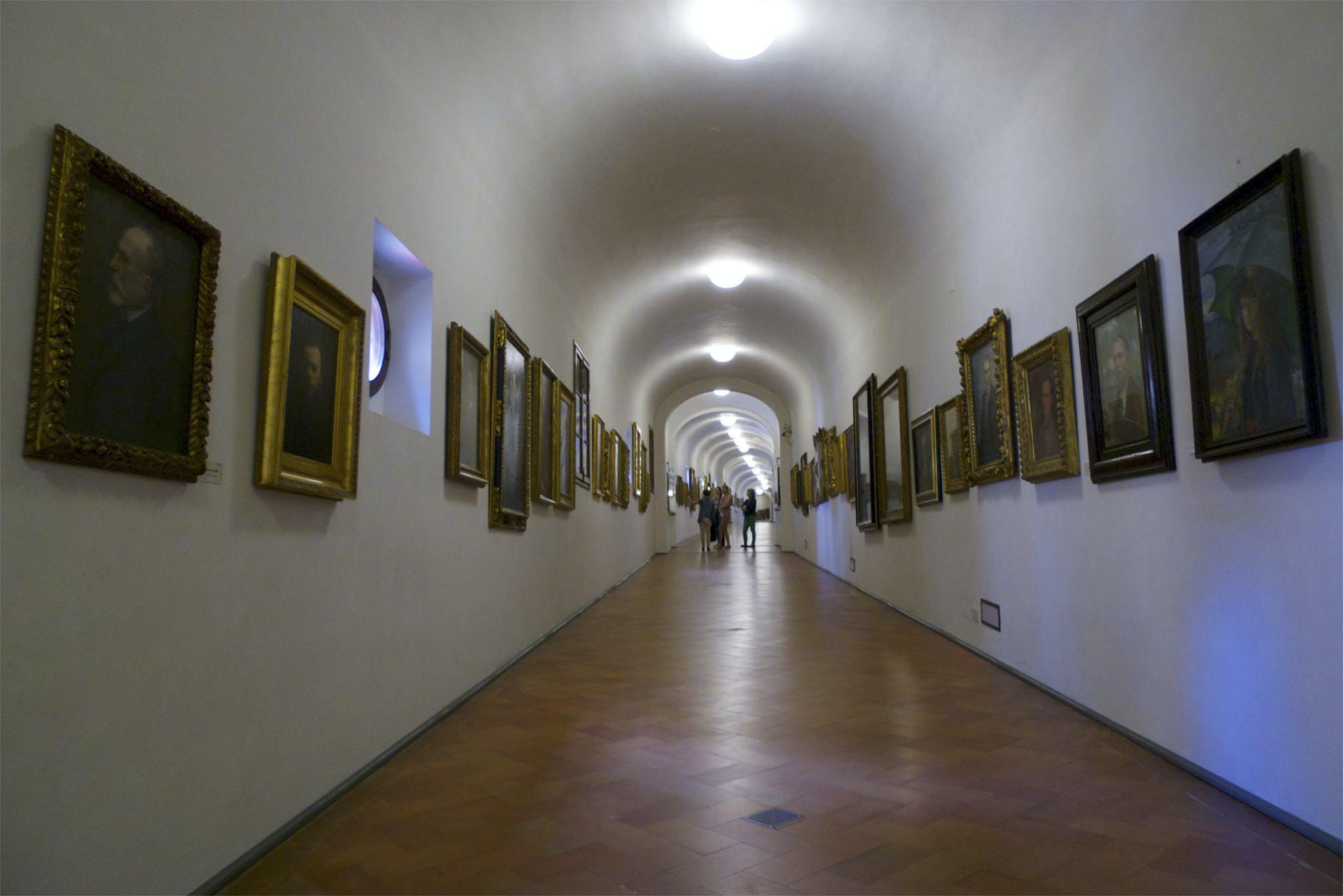 A glimpse of the Vasari Corridor