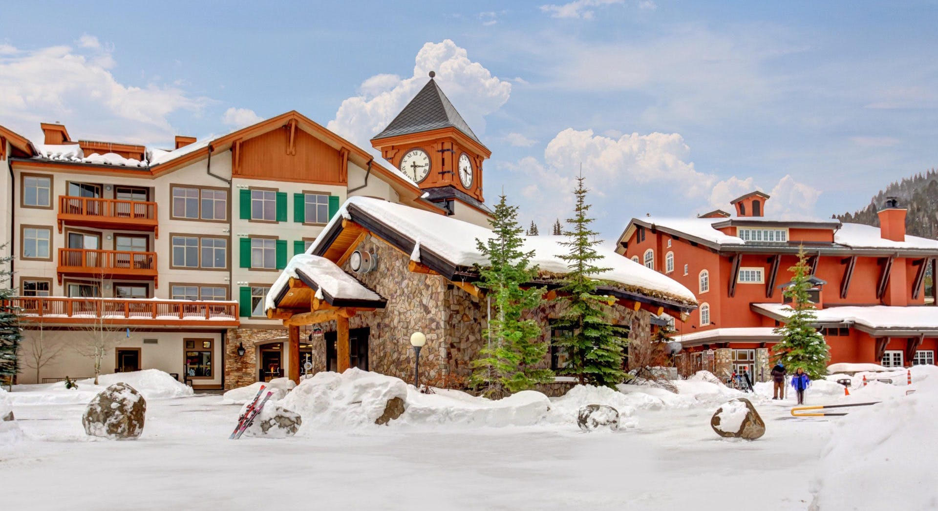 the lodge and condos at the bottom of a ski hill in Utah
