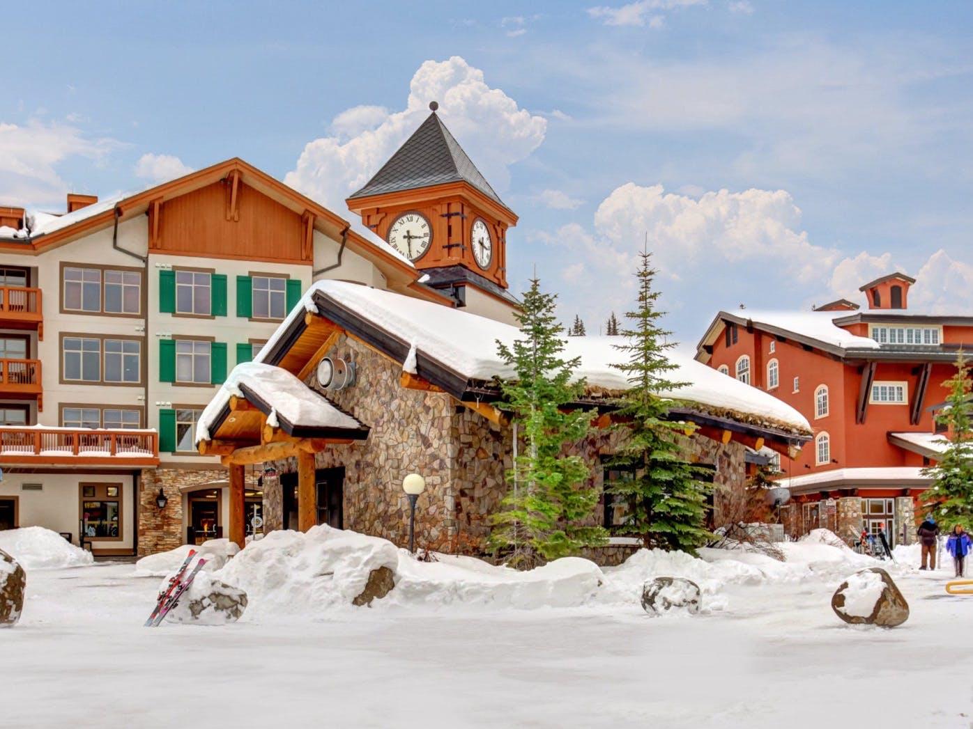 Utah lodge and condos at the bottom of a ski hill