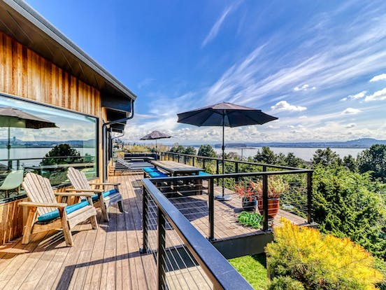 Vacation rental balcony in Vancouver, WA overlooking the Columbia river