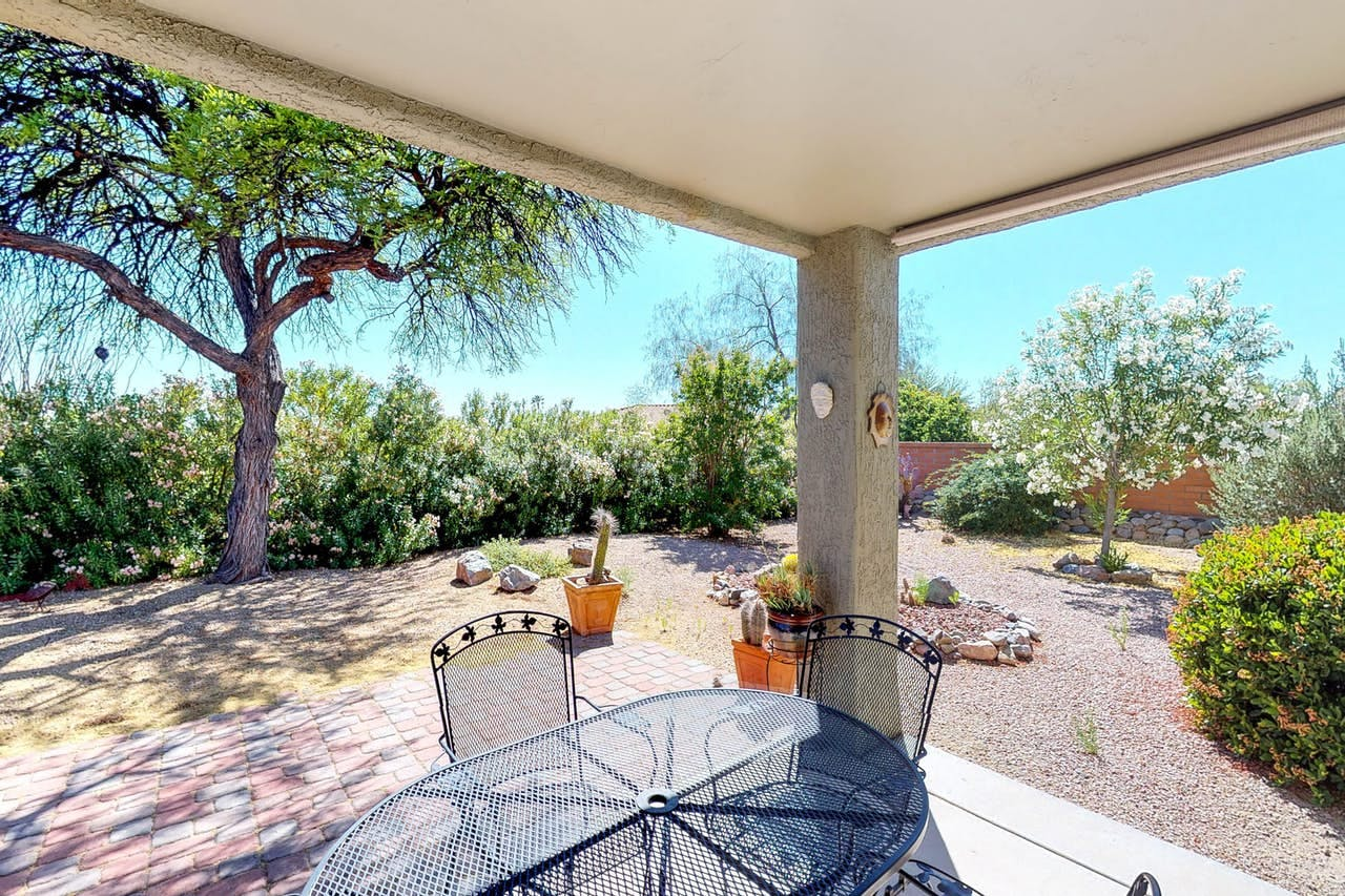 Enclosed and beautifully landscaped yard in Oro Valley, AZ vacation home