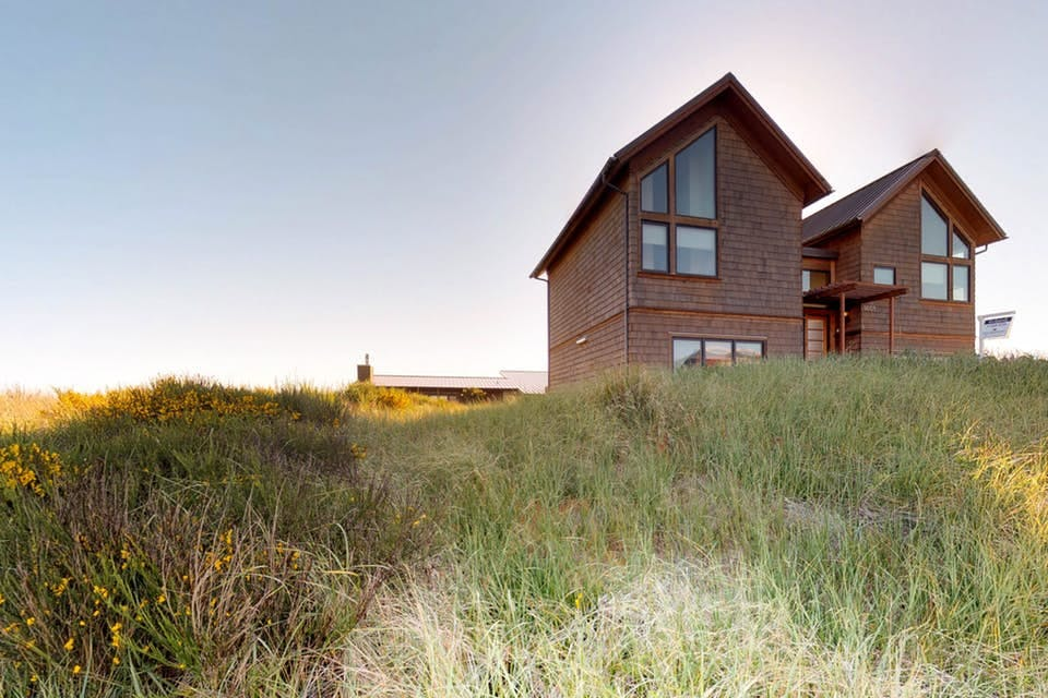 an exterior photo of Sanderling by the Sea in Wesport, WA from the tall grass