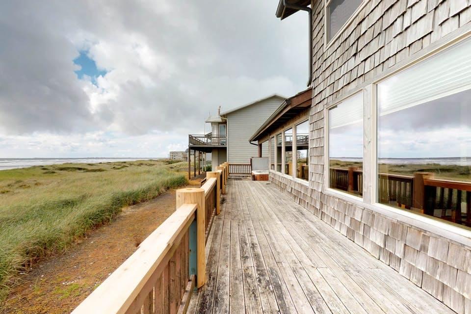 Impressive Oceanfront Home In Westport Wa