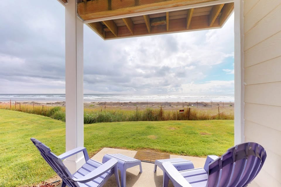 two purple lawn chairs with ocean views in westport, wa