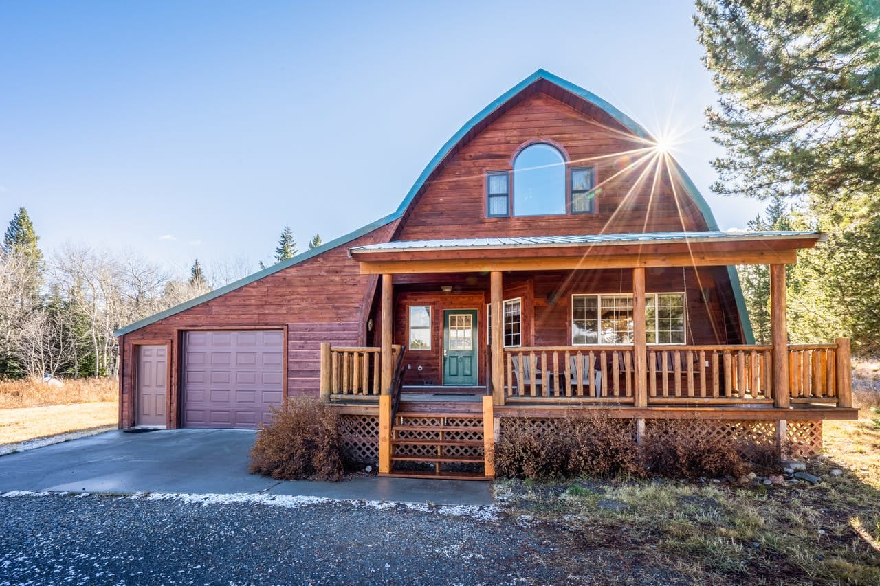 West Yellowstone, MT cabin rental with garage and deck