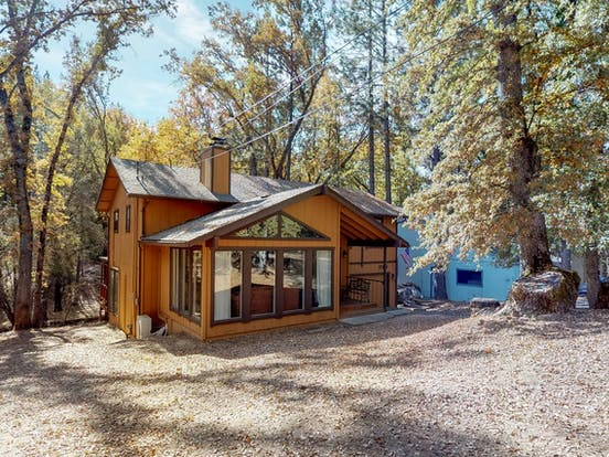 Vacation cabin located in Groveland, CA