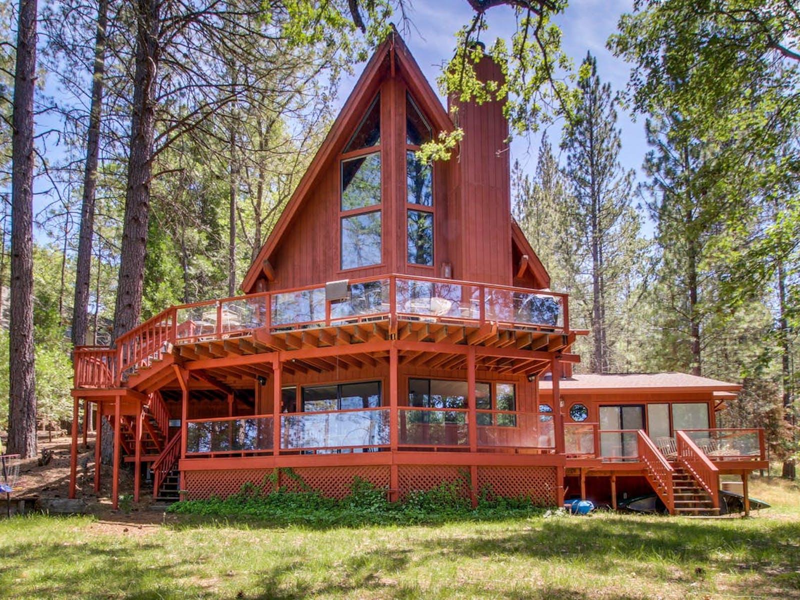 Lake house rental in Yosemite