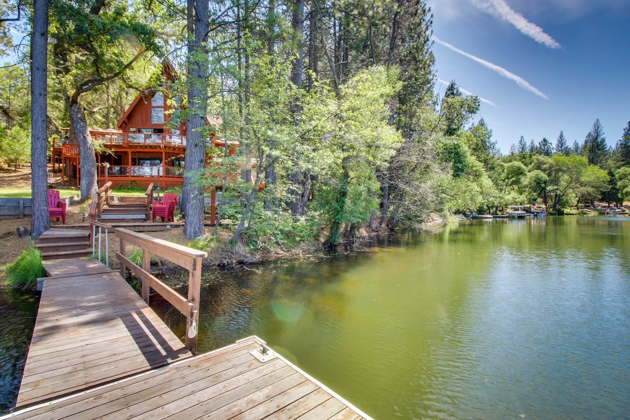 View of Pine Mountain Lake and lake house vacation rental in Yosemite