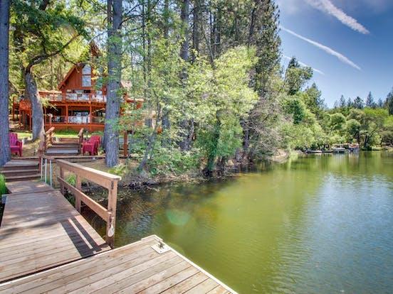 View of Pine Mountain Lake and lake house vacation rental in Yosemite